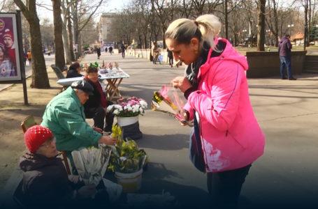 Свято Весни для всіх: волонтери вітають жінок поважного віку