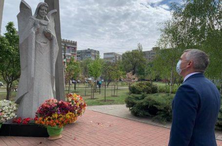 Олександр Сєнкевич вшанував пам'ять загиблих ліквідаторів аварії на ЧАЕС