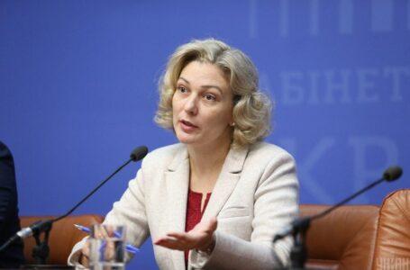 Уряд звільнив Монахову з посади омбудсмена з української мови
