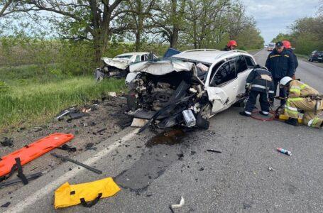 На Миколаївщині зіткнулися дві автівки – двоє людей загинули