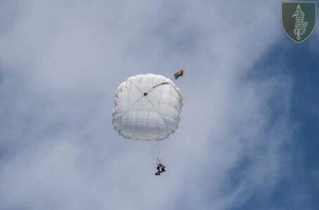 Очаківські «морські котики» тренувались стрибати з парашутом на воду