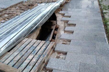 Винесли частину плитки: миколаївці бідкаються, що у «Серці міста» крадуть плитку