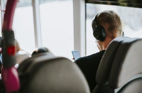 Захистити пасажирів від нав'язливої музики: українці скоро зможуть їздити у тиші чи навушниках