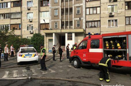 У Києві загорілася багатоповерхівка поруч з будинком, де нещодавно стався вибух