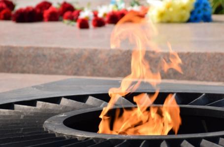 Підлітки, які сушили речі біля Вічного вогню, публічно вибачались