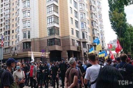 Мітингувальники від Офісу президента перейшли до будинку Зеленського