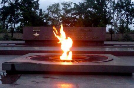 """""""Мені пох*й на ваш меморіал"""": миколаївські підлітки просушили речі на Вічному вогні (відео)"""