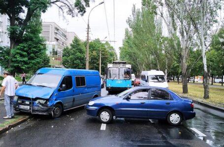 ДТП в центрі Миколаєва: зупинено рух тролейбусів