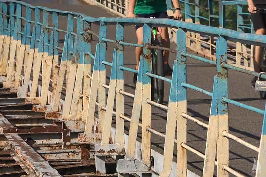 На пішохідному мосту через Інгул замінять понтони