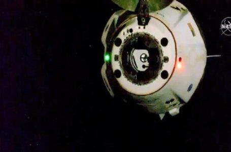 Корабель Crew Dragon Ілона Маска повертається на Землю