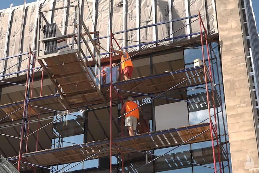 До кінця року фасад СК «Надія» отримає сучасний вигляд