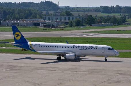 Кабмін пропонує дозволити літати Україною з електронними паспортами
