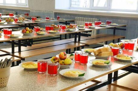 Застаріле обладнання та відсутність дієтичних столів: в Україні перевірили систему харчування у школах