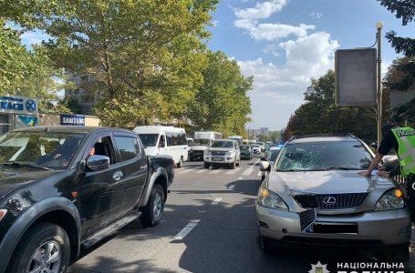 У Миколаєві Lexus на пішохідному переході збив жінку з дитиною