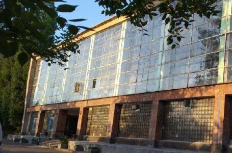 """Тетяна Домбровська пообіцяла швидко відремонтувати дах """"Трудових резервів"""""""