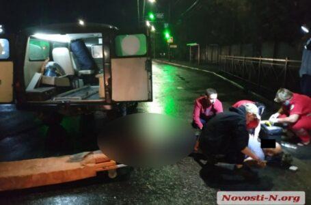 У Миколаєві автомобіль збив людину і втік