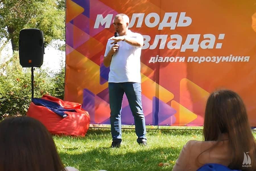 На природі і без краваток: Олександр Сєнкевич зустрівся зі студентами миколаївської Могилянки