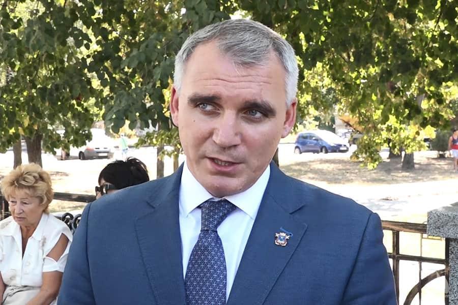 Олександр Сєнкевич планує придбати 50 комунальних автобусів із новообраною міськрадою