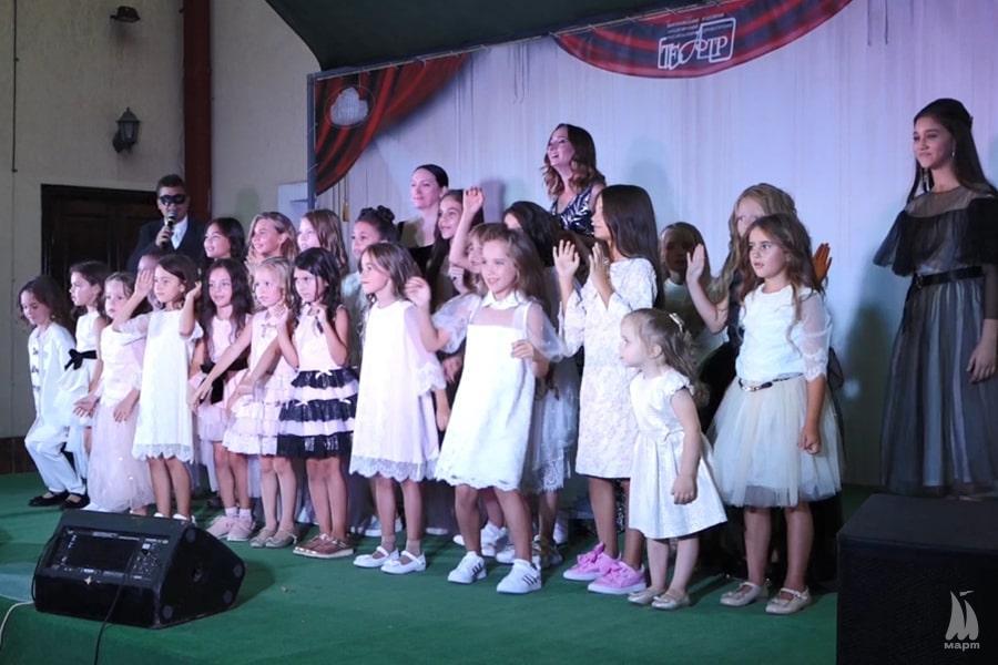 """Юні зірки подіуму: у модельній школі «Junior School"""" відбувся випускний вечір"""