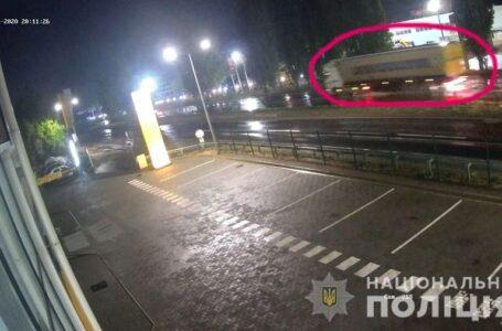Поліція розшукує вантажівку, яка може бути причетна до трагічного ДТП на ПГУ