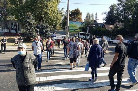 Працівники «Степового» перекрили дорогу біля Варварівського моста