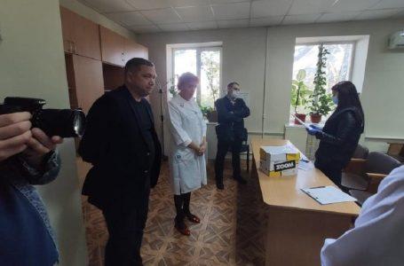 В Миколаївській інфекційній лікарні проводять обшуки