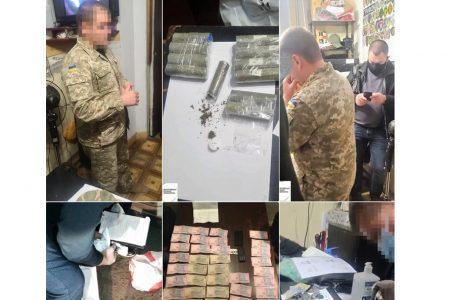 У Миколаєві співробітник СІЗО заробляв на ув'язнених, поставляючи їм наркотики
