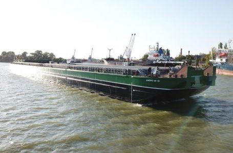 На Одещині спустили на воду найбільшу баржу України