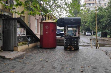 У Миколаєві демонтували чотири незаконних кіоски
