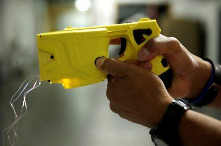 В Україні поліцейських хочуть озброїти електрошоковою зброєю