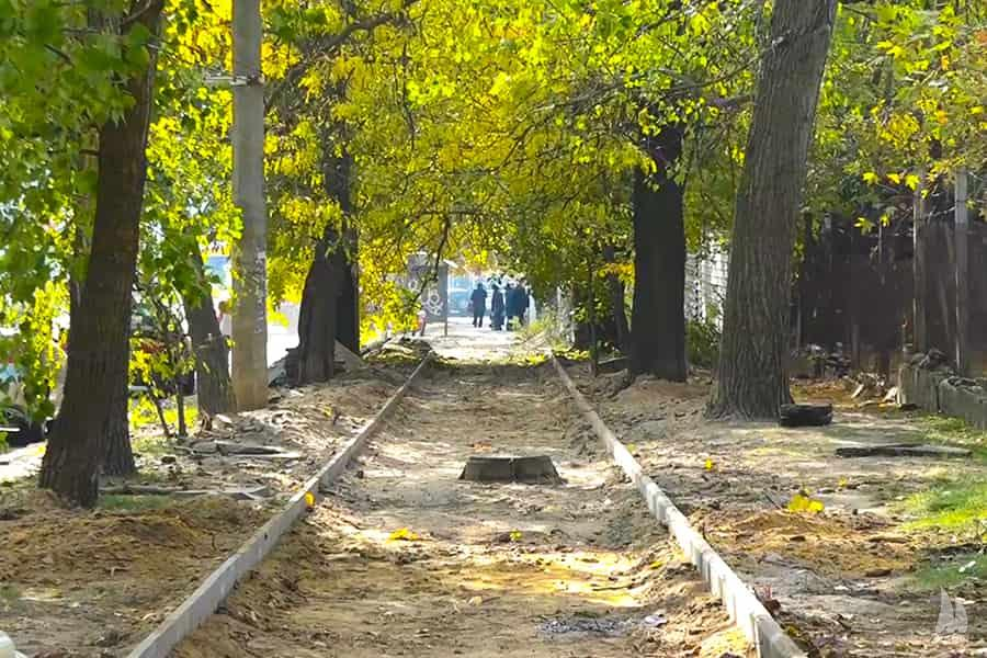 У Заводському районі капітально відремонтують тротуар