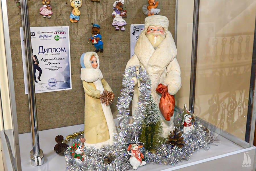 У Миколаївському обласному краєзнавчому музеї відкрили унікальну виставку новорічних прикрас «З іграшкою у Новий рік»