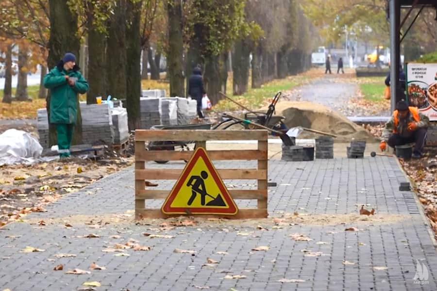 У Миколаєві закінчити оновлення тротуару від площі Перемоги до залізничного вокзалу обіцяють до кінця року